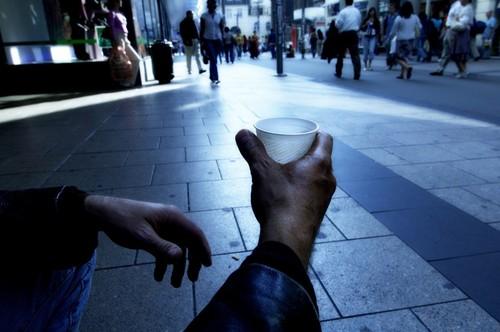 Povertà: gli italiani chiedono il pane, il Pd gli dà lebrioche